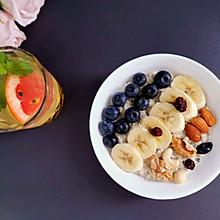 十分钟健康早餐:水果燕麦粥