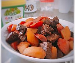 酱香浓郁的胡萝卜土豆炖牛肉的做法