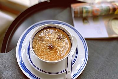 健脾補血—桂圓黑糖糯米甜粥