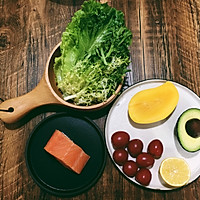 三文鱼蔬果沙拉的做法图解1