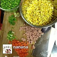 美味玉米炒豌豆的做法图解1