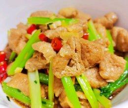 香芹炒油豆腐的做法