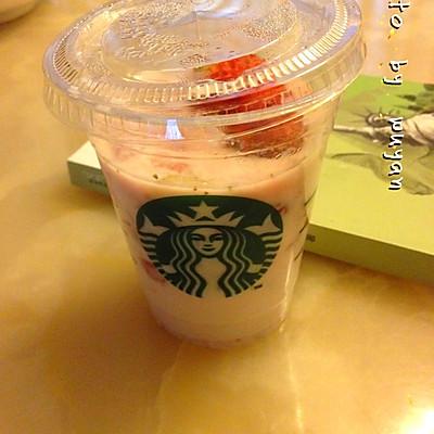 草莓果粒牛奶