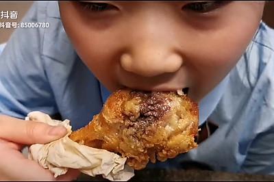 没有炸粉也能鲜嫩多汁的脆皮炸鸡腿
