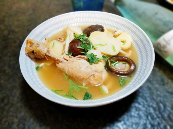 秋进补----菌菇鸡汤的做法