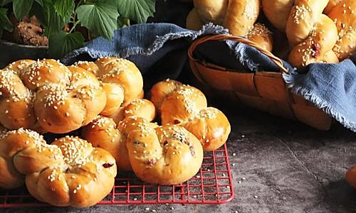 红薯杂果麻花面包的做法