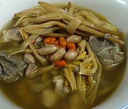 黄花菜枸杞排骨汤的做法
