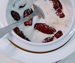 红枣牛奶炖银耳的做法