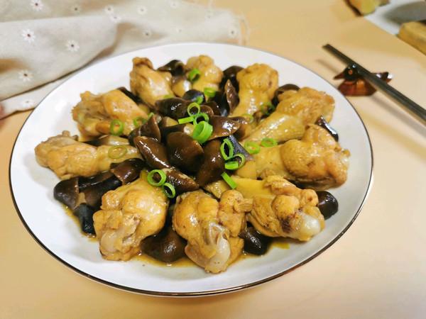 极鲜!黑鸡枞菌烧鸡翅根的做法