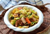 #少盐饮食 轻松生活# 一吃就上瘾的回锅肉菜花土豆一锅炖的做法