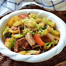 #少盐饮食 轻松生活# 一吃就上瘾的回锅肉菜花土豆一锅炖