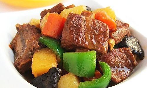土豆炖排骨  的做法