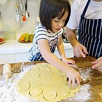【老皮的亲子厨房】三岁孩子也能独立完成的爱心曲奇的做法图解6