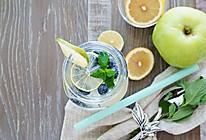 四季养颜瘦身水之-蓝莓柠檬水的做法