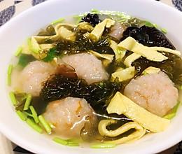 #我们约饭吧#虾滑蛋皮紫菜汤的做法