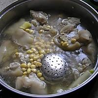 好啃的黄豆炖猪蹄的做法图解3