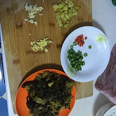 酸汤肥牛的做法 步骤2