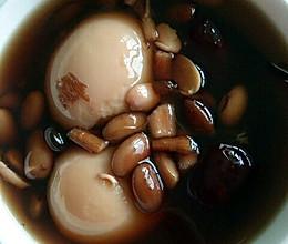 当归黑豆红枣炖鸡蛋的做法