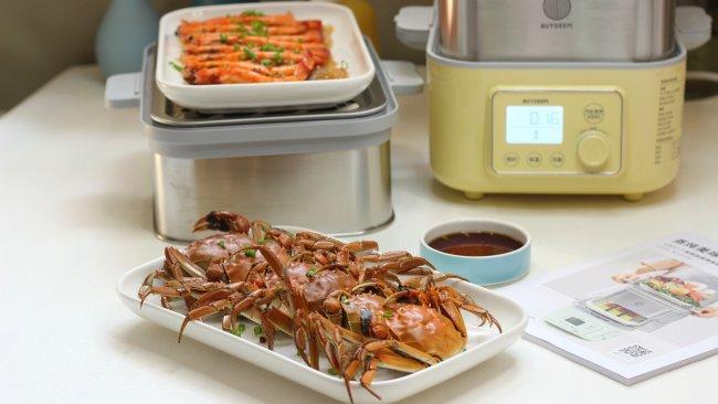 蒸螃蟹+蒜蓉粉丝蒸虾的做法