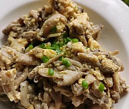 草菇炒鸡蛋的做法
