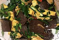 韭菜炒鸭血的做法