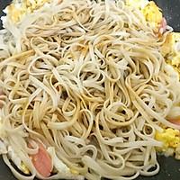 #快手又营养,我家的冬日必备菜品#快手炒面条的做法图解6