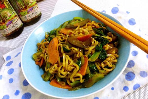 #菁选酱油试用之青菜火腿炒面#的做法