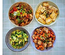 辣椒炒鸡、红萝卜炖排骨的做法