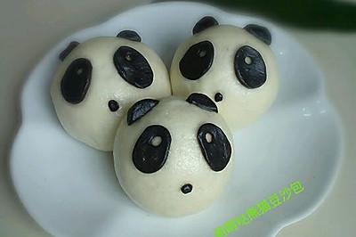 花样面食~萌萌的熊猫豆沙包。