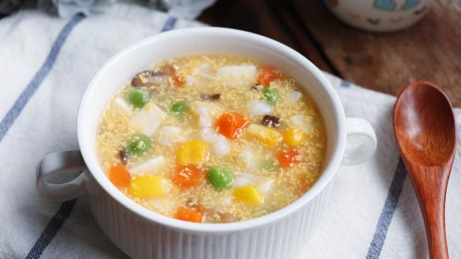 宝宝补钙益智食谱:蛋黄什锦豆腐羹的做法