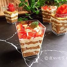 #精品菜谱挑战赛#草莓木糠杯