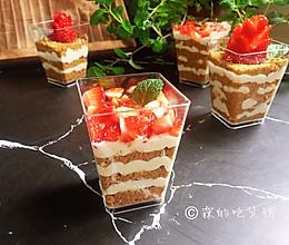 #精品菜谱挑战赛#草莓木糠杯的做法