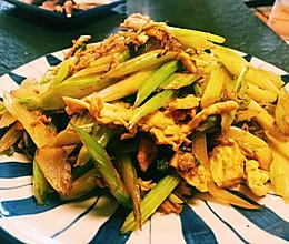 降血压利肠胃—芹菜炒鹅蛋的做法