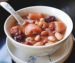 红枣花生炖猪尾的做法