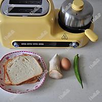 美好早晨:烤吐司+秋葵煎蛋的做法图解1