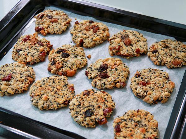 健康低卡——酥脆营养的坚果燕麦饼的做法