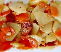 腊肠土豆胡萝卜的做法