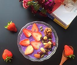 坚果草莓思慕雪~色彩上的冲击,味觉上的享受,健康饮食的潮流的做法