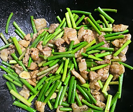 蒜薹炒五花肉的做法
