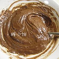 【巧克力碎块杯子蛋糕】的做法图解2