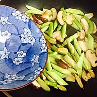 #一人一道拿手菜#芦笋炒蘑菇的做法图解9