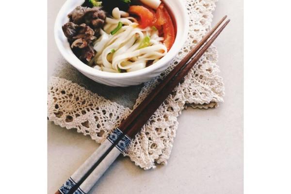 菁选酱油试用之骨汤杂蔬面的做法
