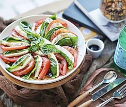健康食谱 经典意式水牛奶酪番茄罗勒色拉#硬核菜谱制作人#的做法