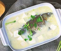 汤浓味鲜,牛奶般的鲫鱼豆腐汤!的做法