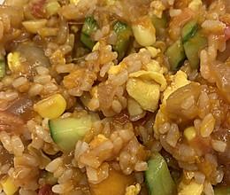 南瓜黄瓜洋葱玉米鸡蛋炒米饭的做法