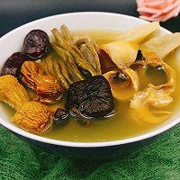 姬松茸茶树菇墨鱼汤的做法图解10