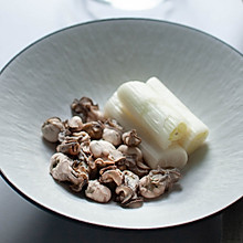 盐盐水煮牡蛎和汤-爽口快手菜-禁欲系日式料理,巧用盐烹煮食物