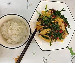 韭菜花炒鱿鱼的做法