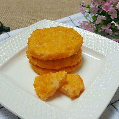 普通米饭吃腻了?换个吃法好吃又营养!黄金三文鱼米饼