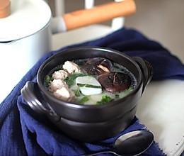 蔬菜肉丸年糕汤的做法